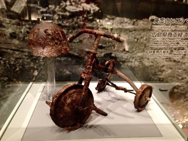 "A tricycle burnt in the Hiroshima atomic bombing.<a href=""/reason/images/670710_orig.jpg"" title=""High res"">∝</a>"