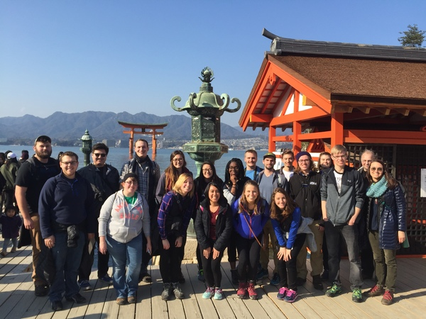 "The class at the temple in Miyajima.<a href=""/reason/images/670716_orig.jpg"" title=""High res"">∝</a>"