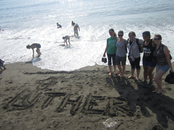 "Luther students at Huanchaco Beach (Trujillo, Peru) - Photo: David Thompson<a href=""/reason/images/601759_orig.jpg"" title=""High res"">∝</a>"