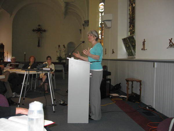 Susan Briehl lectures during a Grace Institute session.