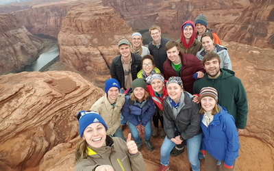A class selfie on top of Horseshoe Bend