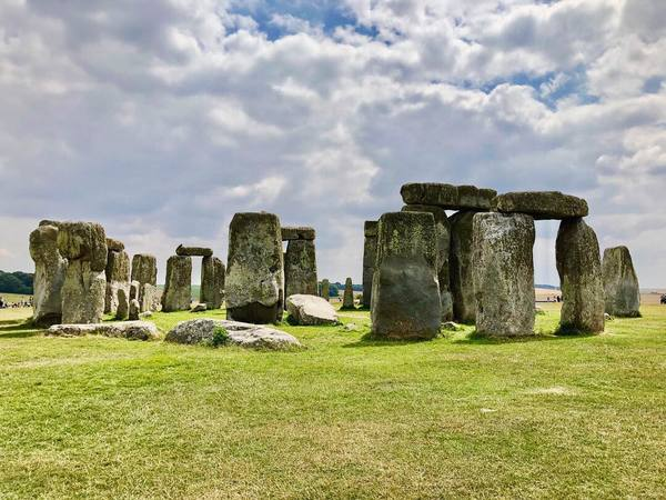 "The natural beauty of Stonehenge.<a href=""/reason/images/824838_orig.jpg"" title=""High res"">∝</a>"