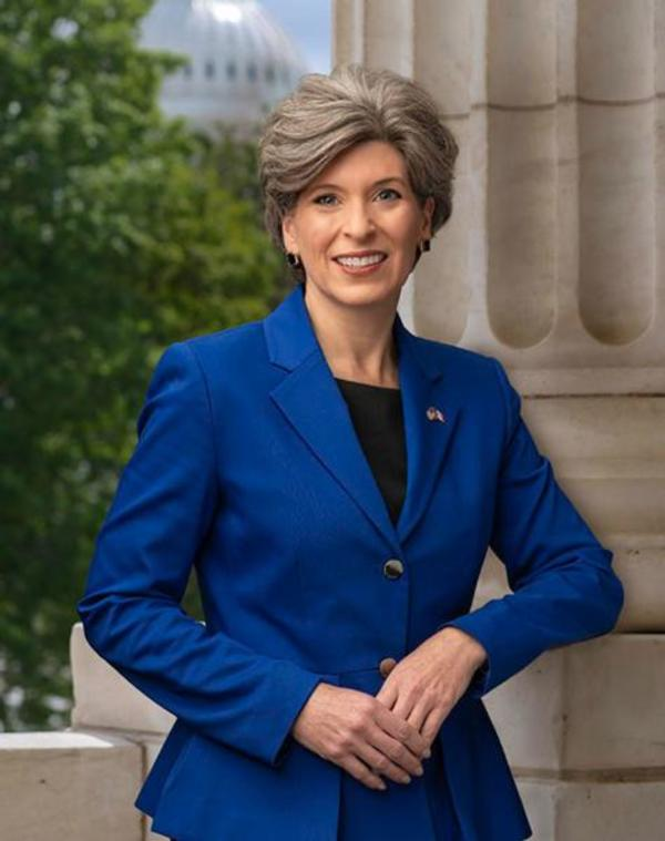 Joni Ernst official portrait
