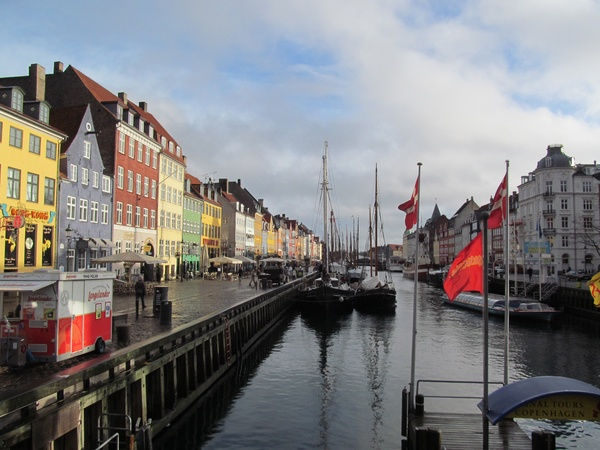 "An area in Copenhagen called Nyhavn where boats can tie up.<a href=""/reason/images/599916_orig.jpg"" title=""High res"">∝</a>"
