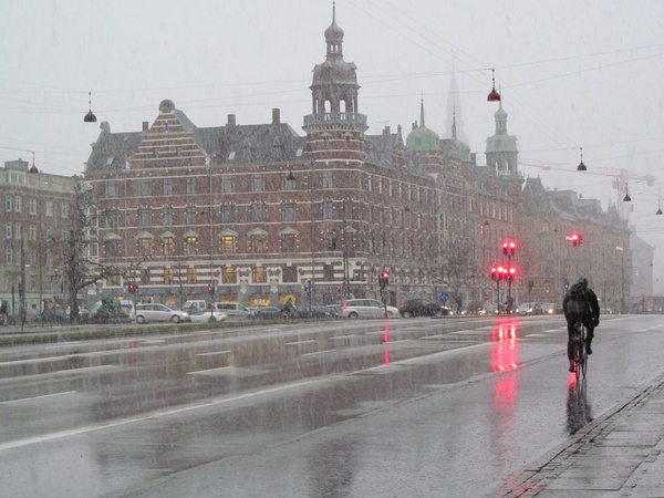 "A snowy day in Copenhagen.<a href=""/reason/images/599920_orig.jpg"" title=""High res"">∝</a>"