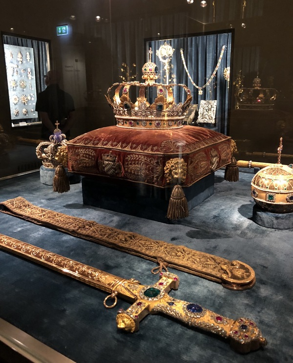 "A picture of some of the prized goods in the Residenz.<a href=""/reason/images/814926_orig.jpg"" title=""High res"">&prop;</a>"