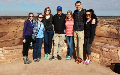 The seven of the (hopefully) future educators jamming at Canyon de Chelly! (From left to right: Laura, Olivia, Hannah, Nate, Jen, Peter, Mollie)
