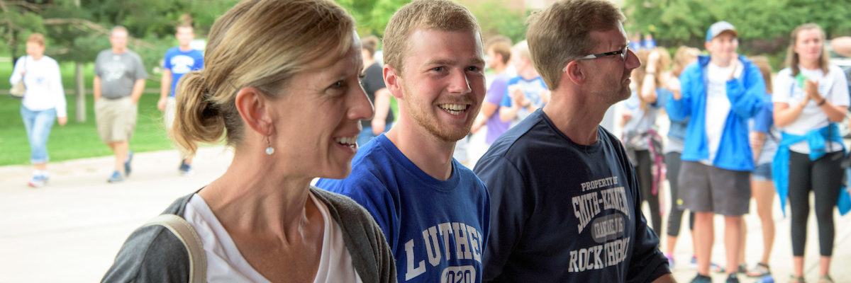 Parents with first-year student enter the CFL during move-in day.